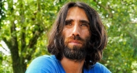 Kurdish Author Boochani Arrives in New Zealand after 6 Years of Detention in Papua New Guinea
